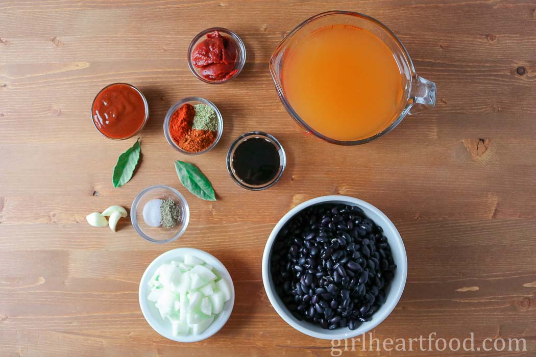 Ingredients for baked black beans.