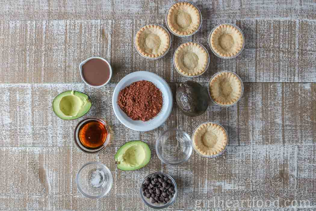 Ingredients for avocado pudding tarts.
